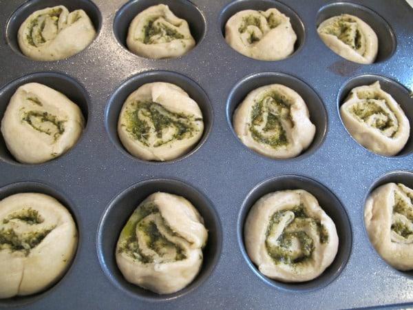 pesto dinner rolls 1