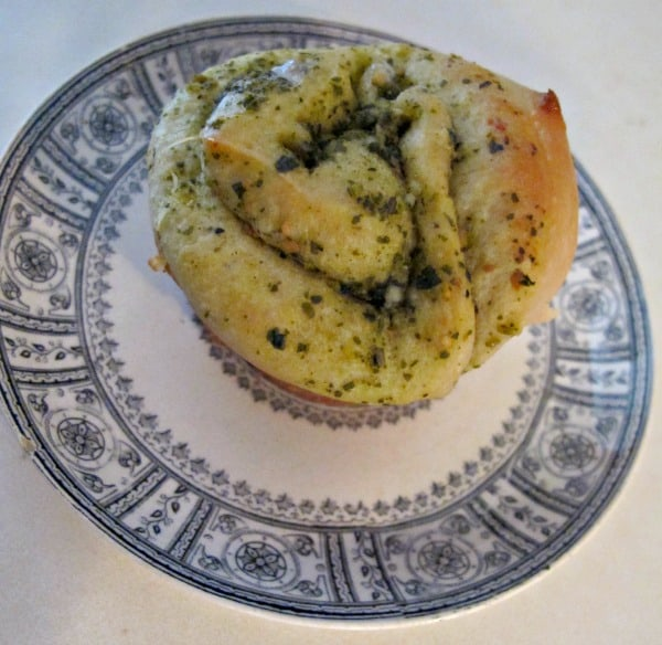 pesto dinner rolls 2