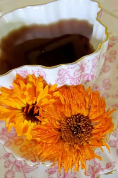 Calendula benefits and uses- calendula tea