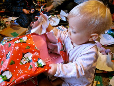 The holidays don't have to mean more clutter. This clutter free gift guide for kids will help you shop-and give ideas to the grandparents for a clutter free christmas